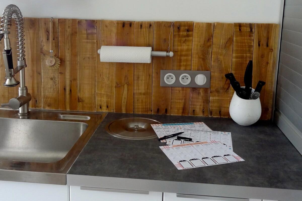 Выбор материала для защитного экрана кухни Фото