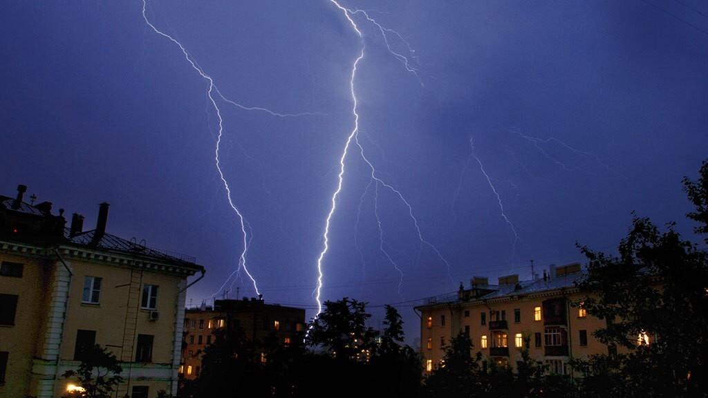 В Костроме и по области продолжатся грозы с усилением ветра