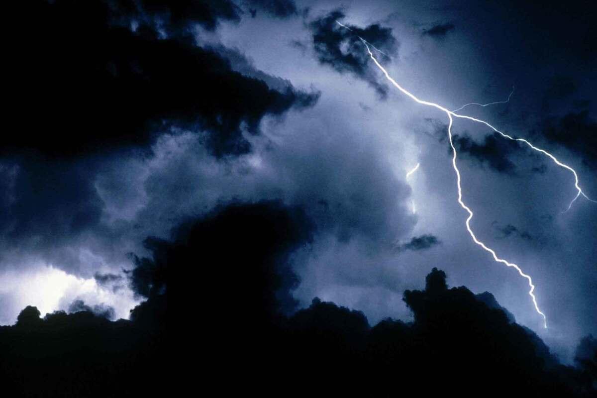 Костромские синоптики предупреждают о грозе с сильным ветром
