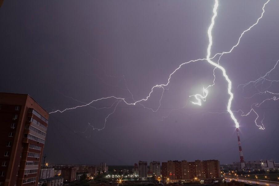 В Костроме и по области сохранится дождливая погода с грозой и сильным ветром
