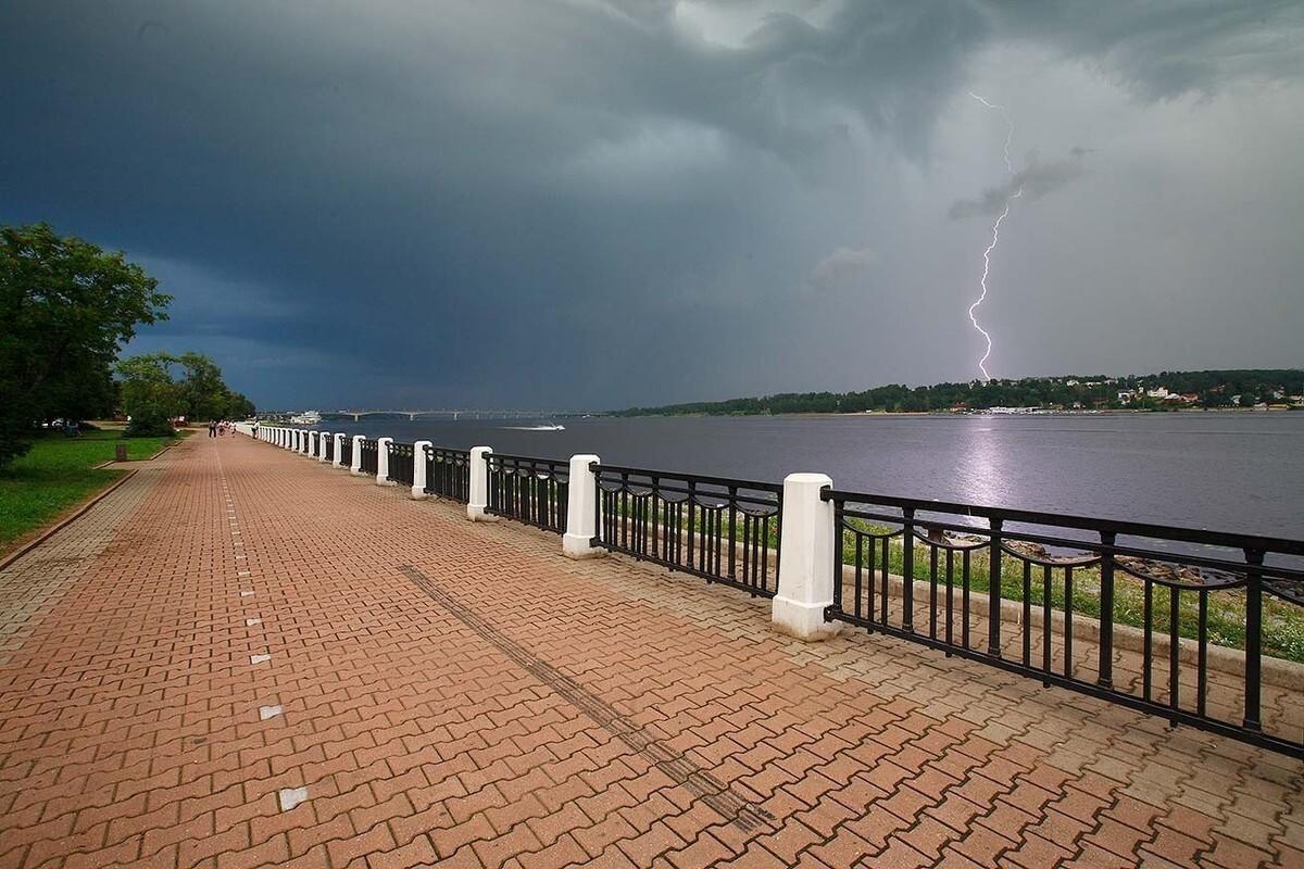 В Костроме и местами по области ожидается гроза с дождем