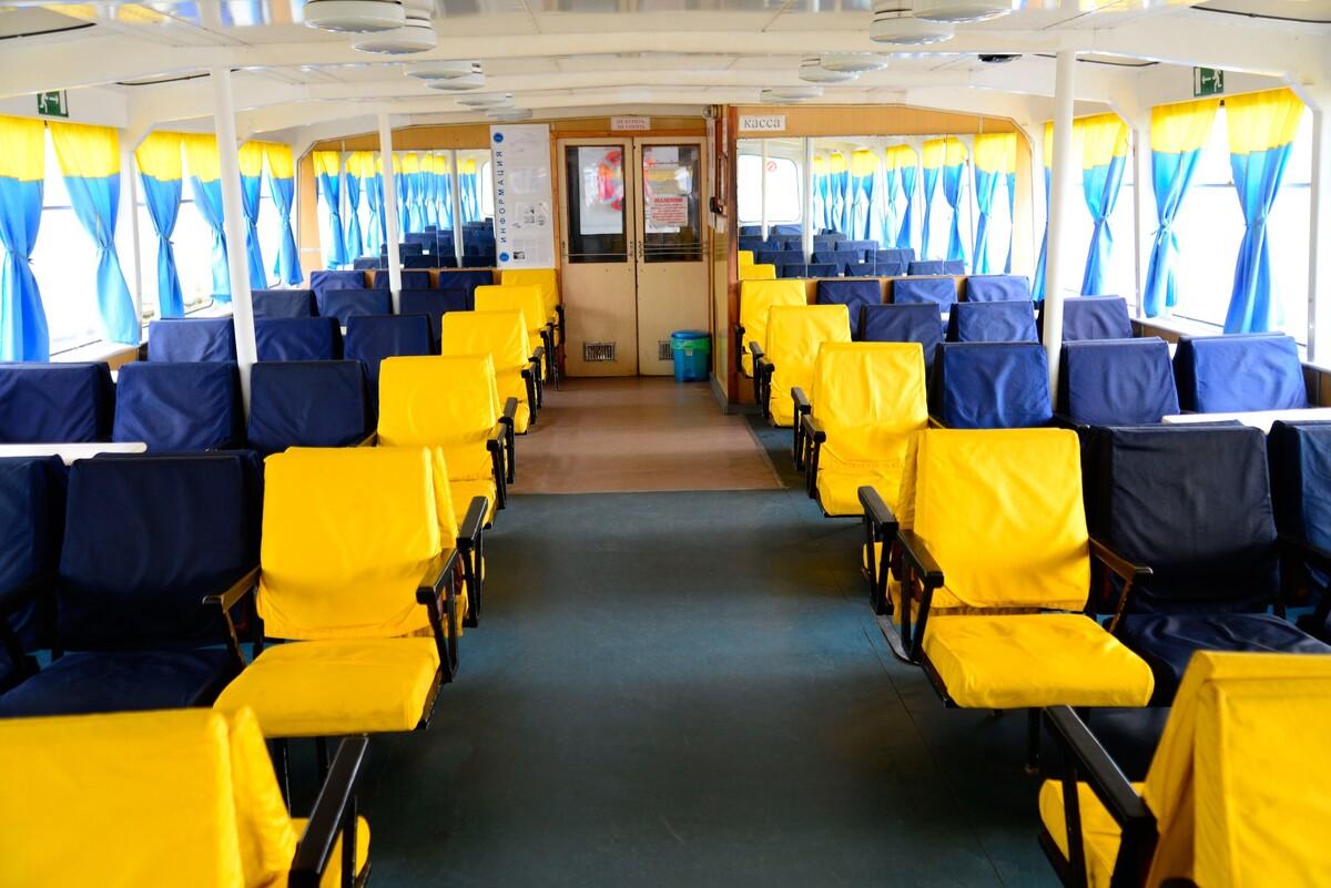 С 1 октября прекращаются пассажирские перевозки через Волгу на теплоходе