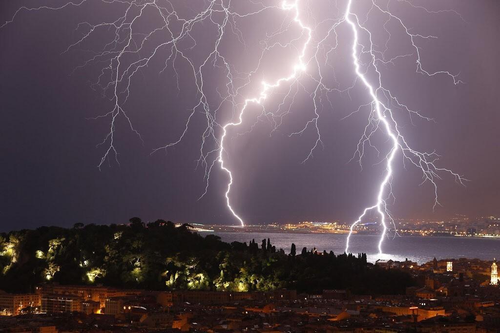В Костроме и по области ожидается гроза и усиление ветра