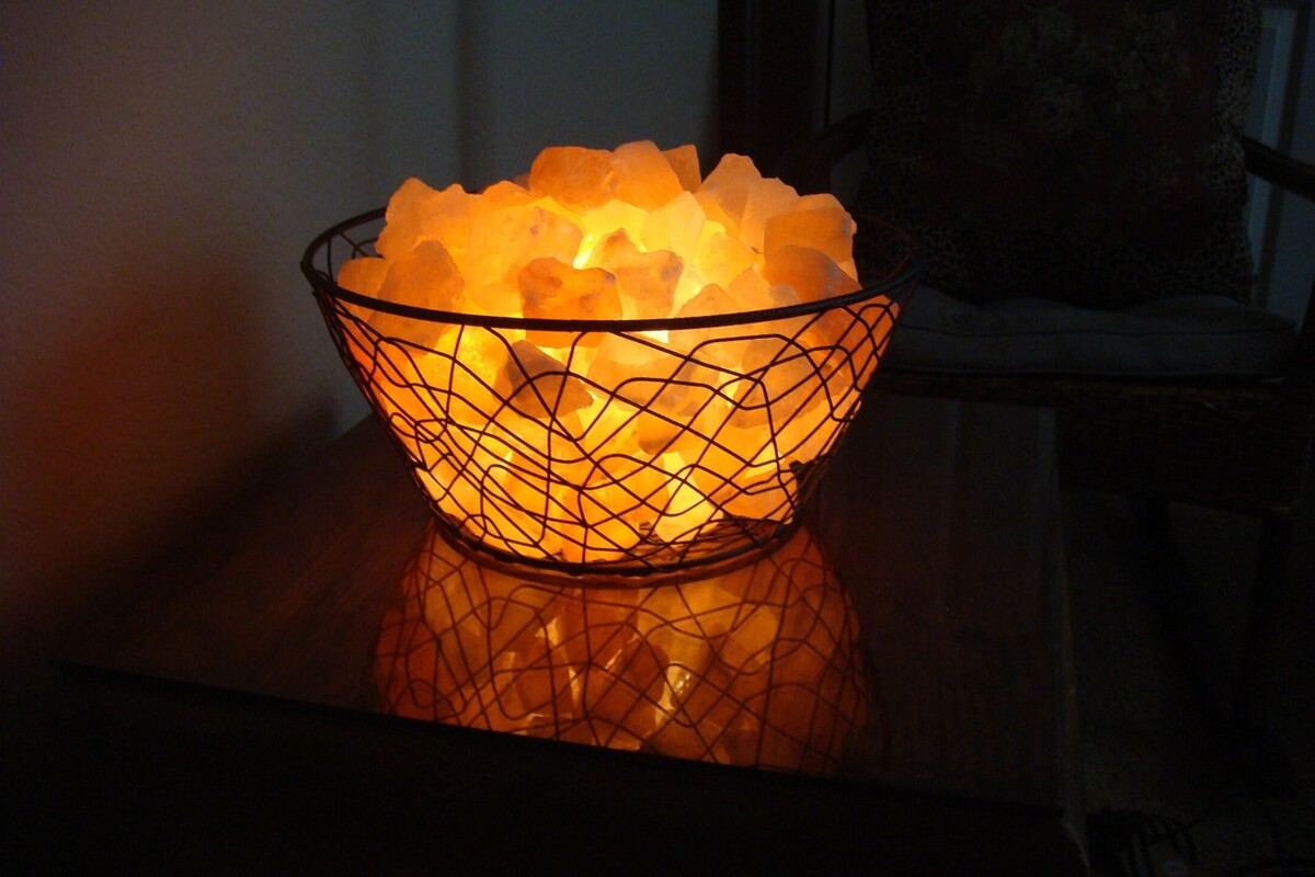 соляной светильник из кристаллов
