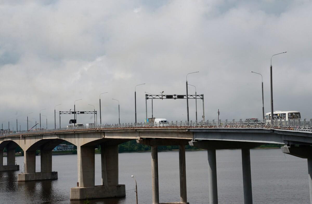 Движение по всем четырём полосам на мосту через Волгу открыто