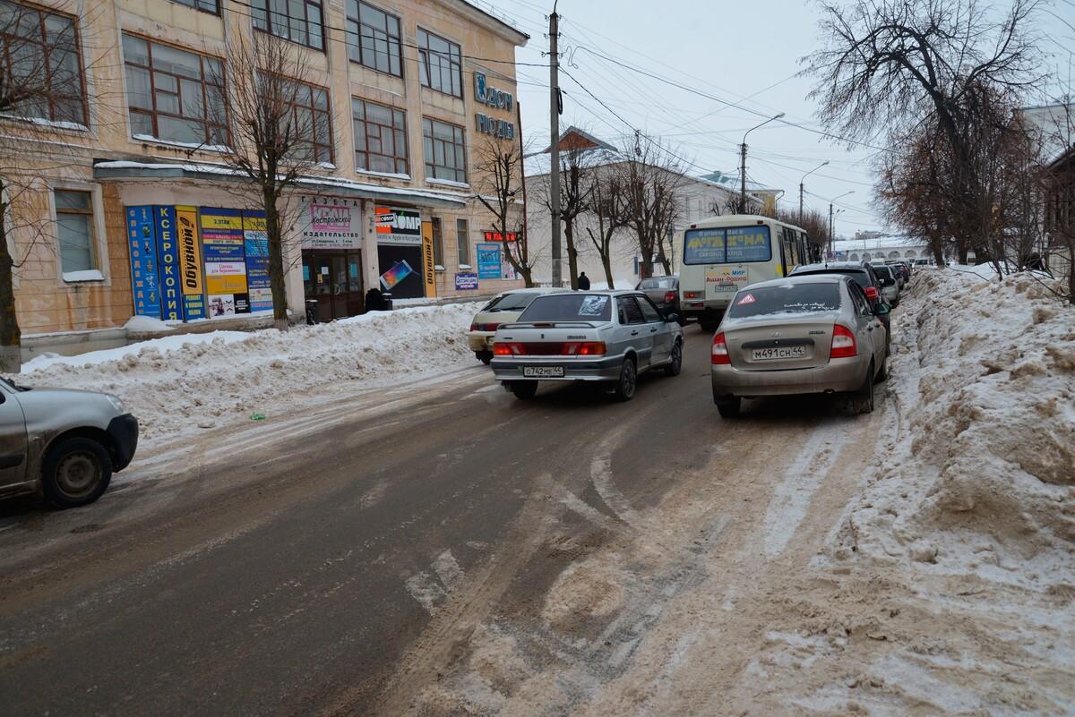 На улице Свердлова появятся новые участки дороги с запретом парковки