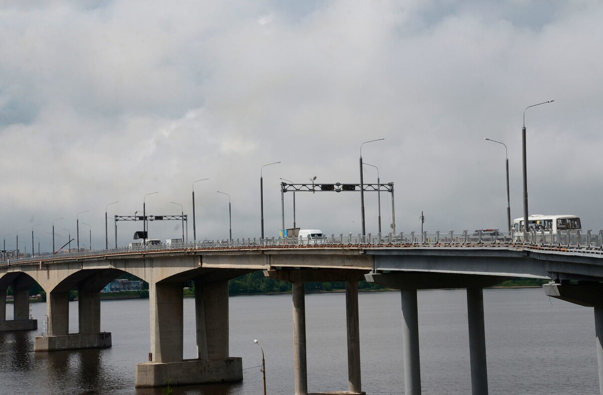 С 3 ноября начинают действовать изменения в организации движения транспорта на подъездах к мосту через Волгу