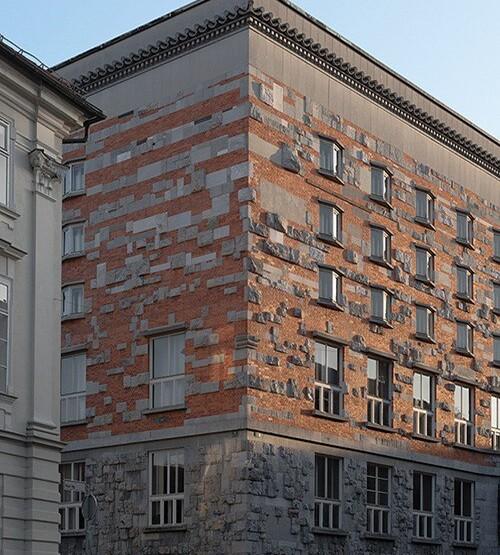Фасад Национальной и университетской библиотеки в Любляне