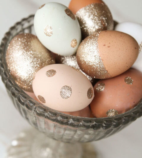 яйца на пасху с глиттером