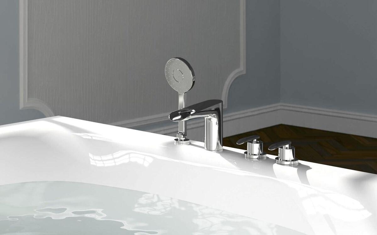 смеситель на краю ванны