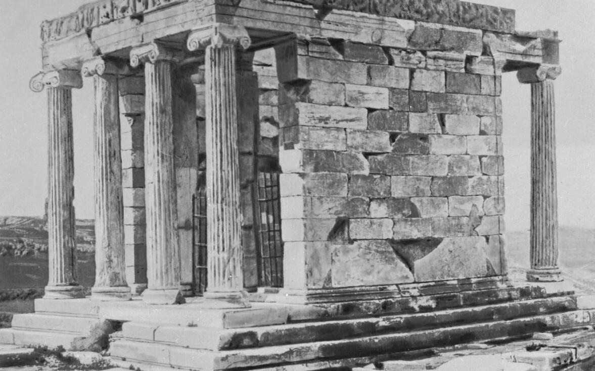 Храм в честь Ники Аптерос