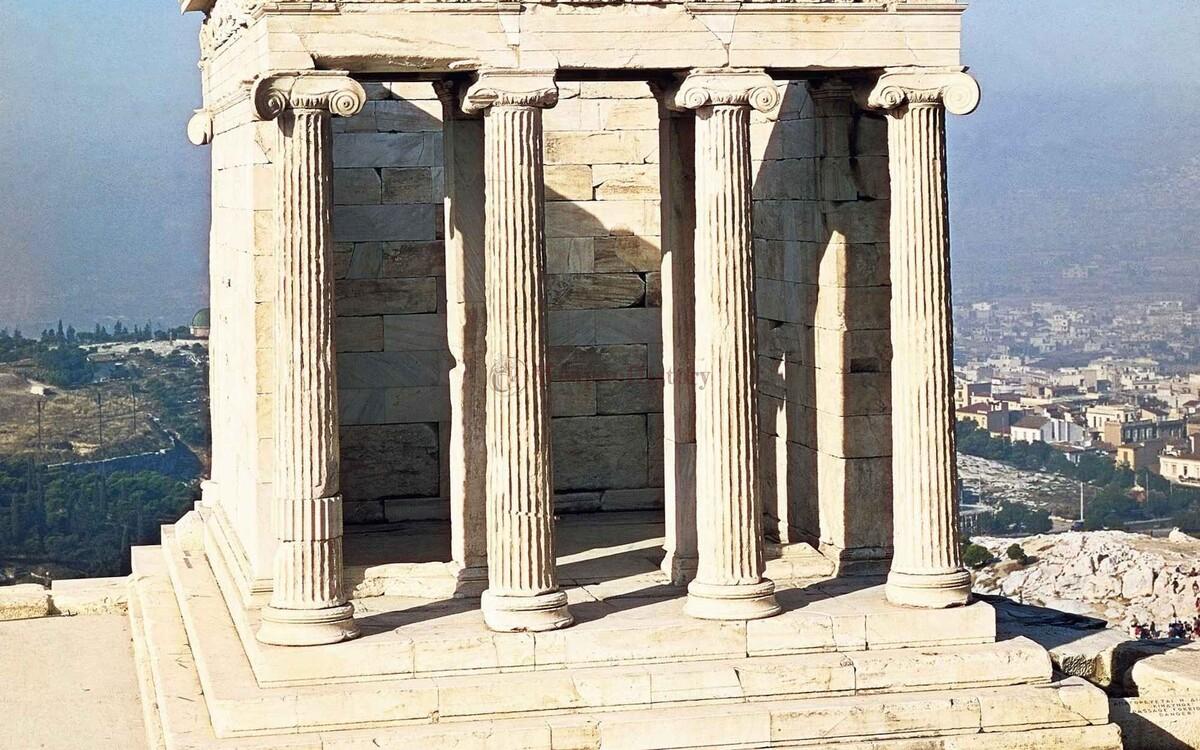 Храм в честь Ники Аптерос  в Греции