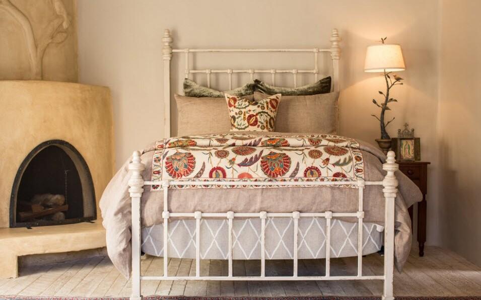 кованая кровать в стиле прованс