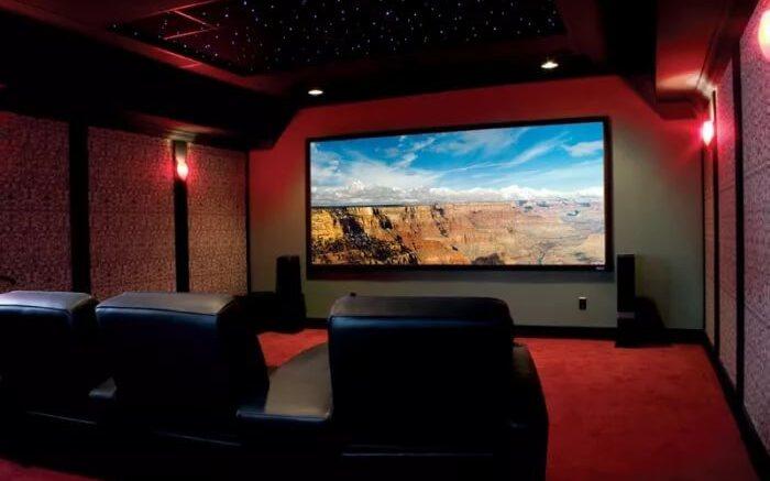 кинотеатр на цокольном этаже частного дома