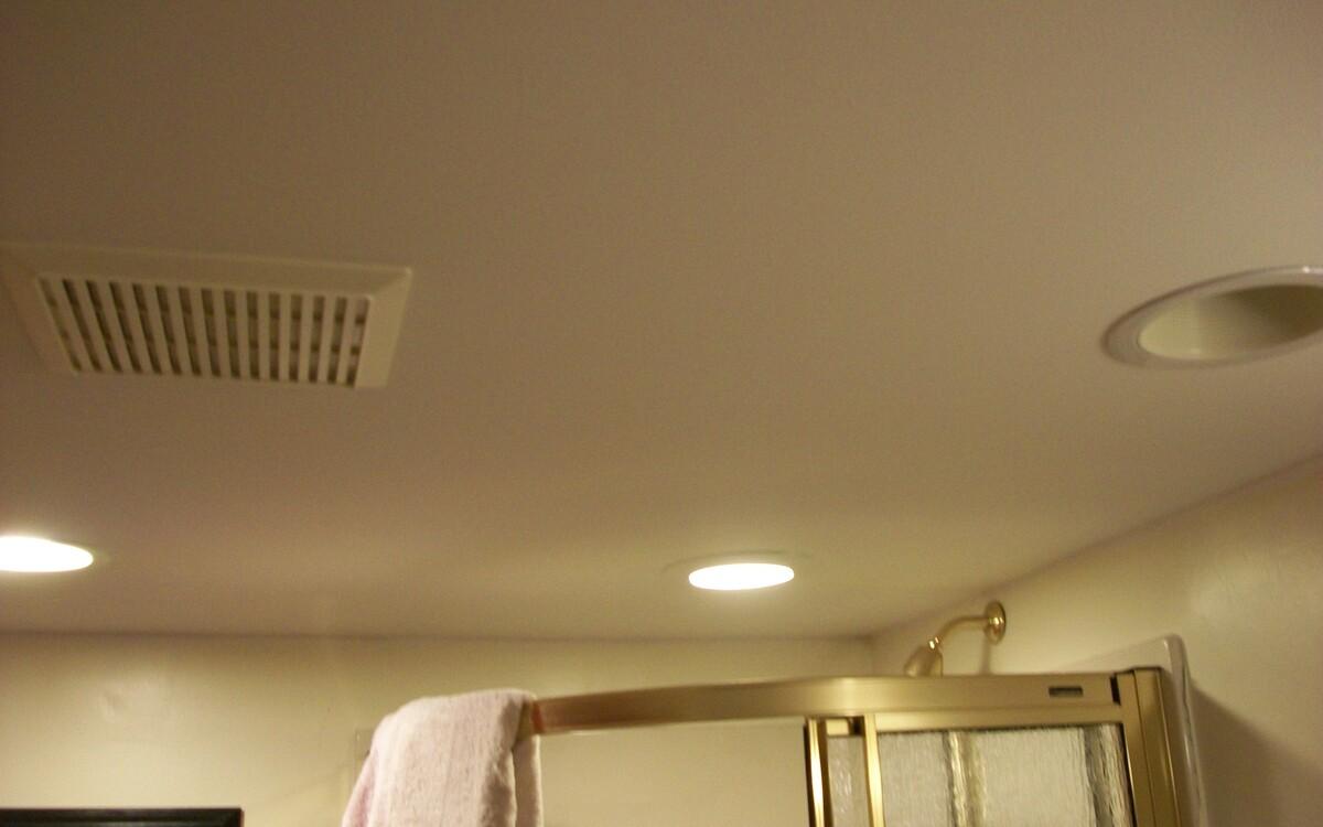 потолочная вытяжка в ванной