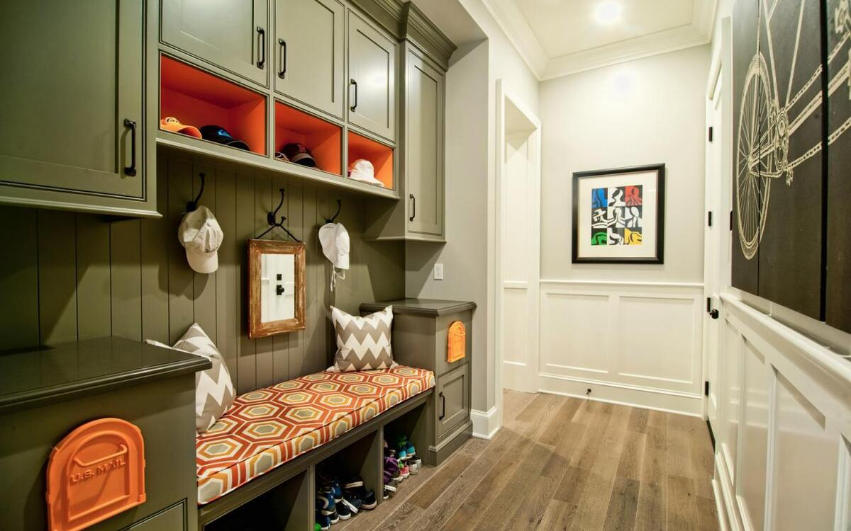 шкаф для прихожей в коридор