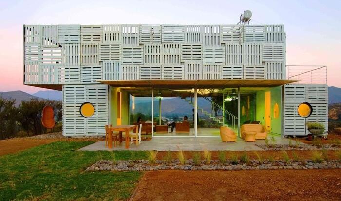 16 удивительных домов, сделанных из грузовых контейнеров