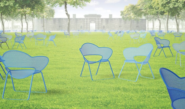Лужайки Нью-Йоркского парка оснащены новыми стильными стульями