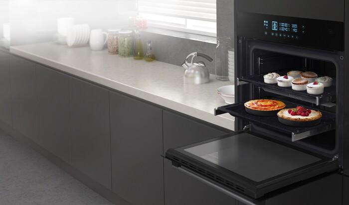 Что выбрать на кухню: лучше микроволновка или духовой шкаф?