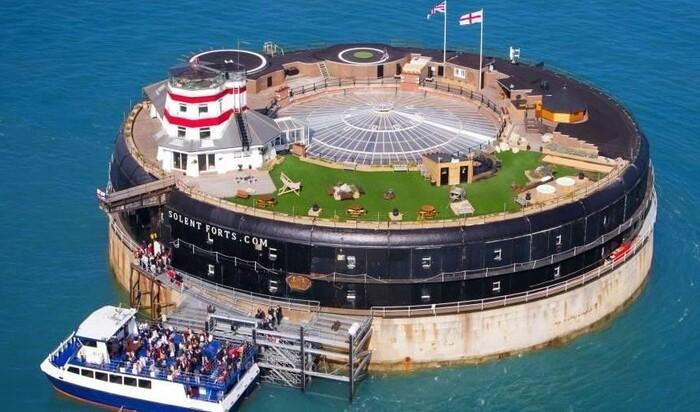Отпуск в бывшем военном форте, окруженном со всех сторон водой