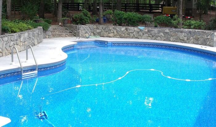 Как выбрать место для бассейна около дома на своем участке?