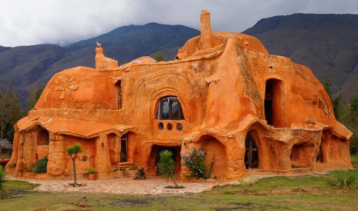 «Дом Флинстоунов», или самый большой кусок керамики в мире
