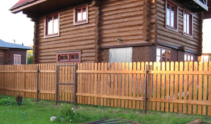 Виды ограждения  на территории частного дома и земельного участка
