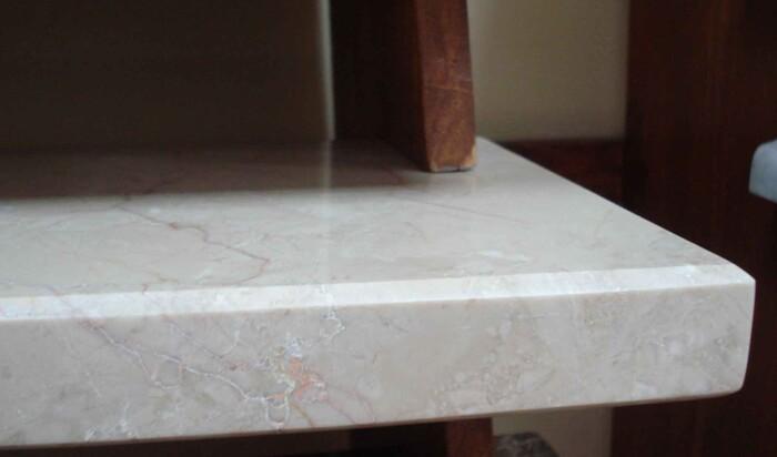 Мраморные подоконники – как выбрать эксклюзивный декор оконной поверхности