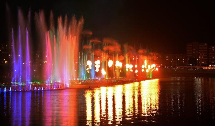Поющий фонтан в Грозном, с которым Россия вступила в гонку крупнейших фонтанов планеты