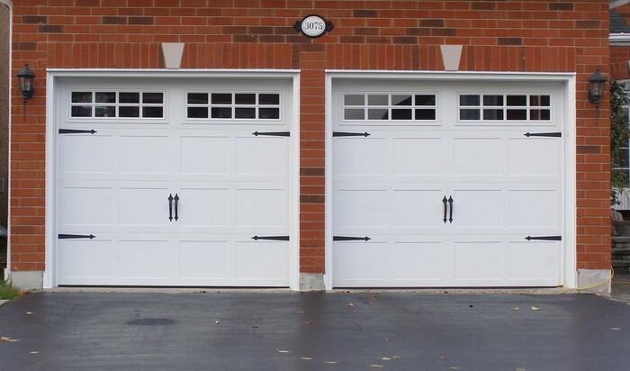 Гаражные двери и деревянные гаражные ворота: классифицируем и ищем подвохи
