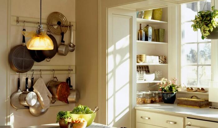 Как подобрать мебельный гарнитур и бытовую технику для маленькой кухни?