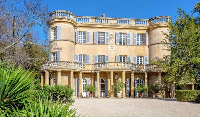 Внимание, продается: французский замок со стенами от Пабло Пикассо
