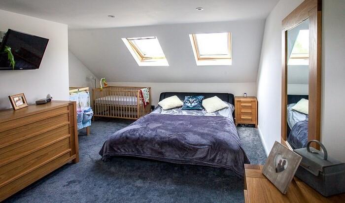 Маленькая комната с низким потолком: как сделать ее больше и красивее