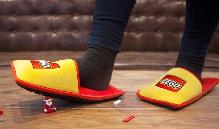 Компания Lego создала специальные тапочки