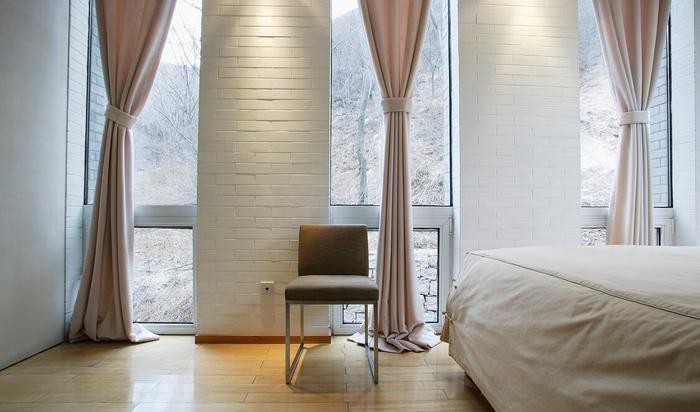 Шторы как создание атмосферы отдыха в спальне