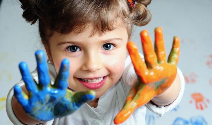 Что делать, если ребёнок рисует на стенах?