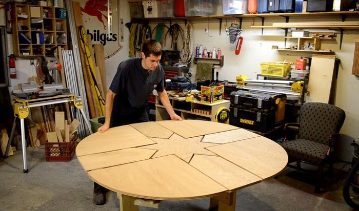Пара движений и стол превращается… в большой стол!