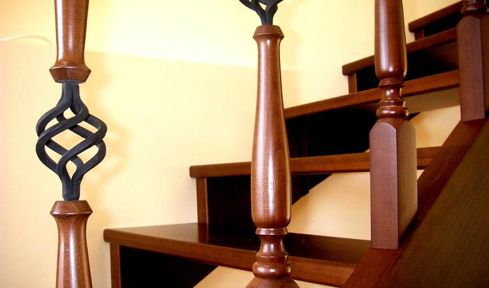 Интерьерные лестницы из дерева и правила ухода за ними