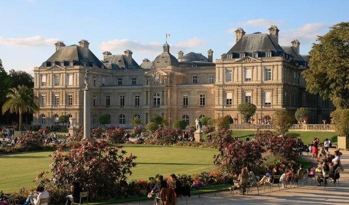 Французкий замок Мезон-Лаффит — пример архитектурного стиля классицизм.