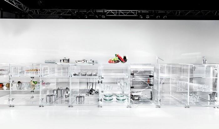 В моду входит прозрачная мебель? Две новинки с Венецианского биеннале