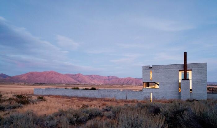Путешествие в настоящее убежище: дом на отшибе штата Айдахо.