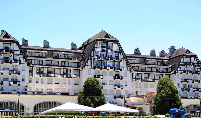 Роскошный отель, забытый в тропиках. История Palácio Quitandinha