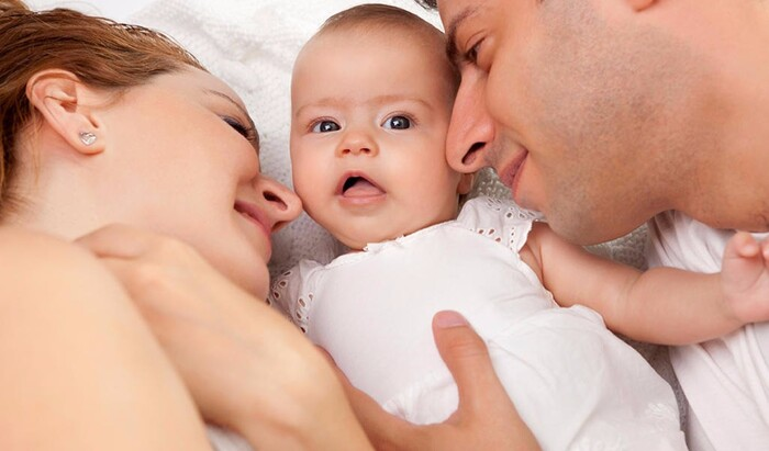 Стоит ли родителям делить свою кровать с ребенком?