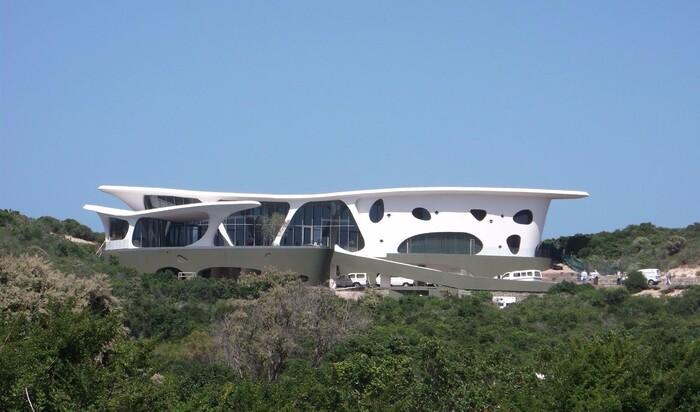 Дом в «инопланетном» стиле на берегу Индийского океана