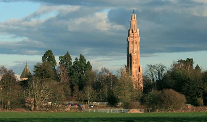 Историческая башня, построенная для неверной супруги, взорвала рынок недвижимости в  Англии