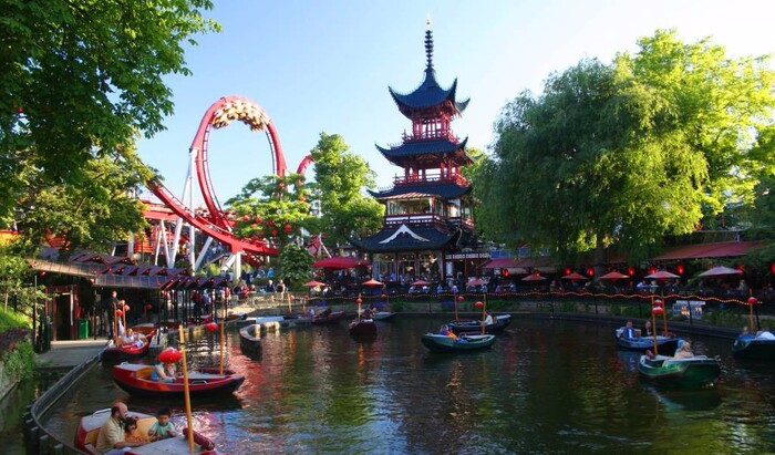 Магия в воздухе Копенгагена – старинный парк развлечений