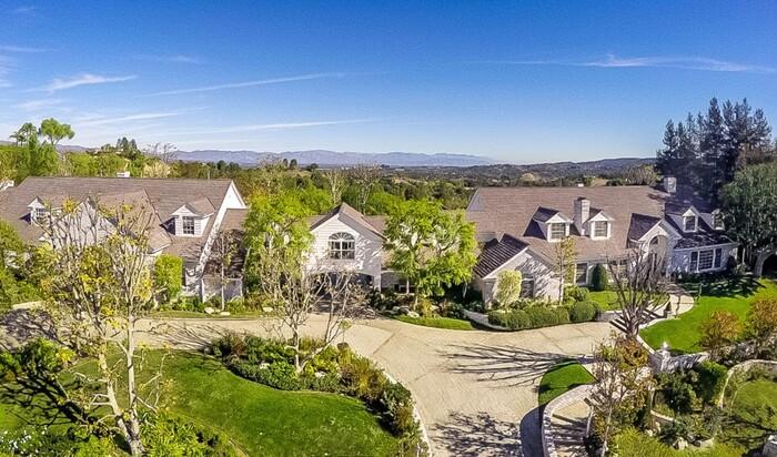Дженнифер Лопес продаёт свой дом в Хидден-Хилс за 12,5 миллионов долларов