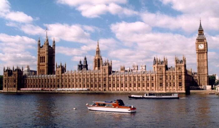 Ухудшение состояния Вестминстерского Дворца представляет настоящую опасность для политиков
