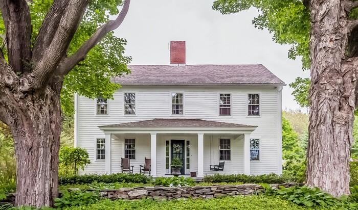 Почему фермерские домики в США обычно выкрашены в белый цвет