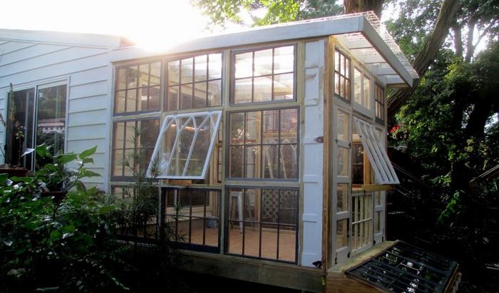 Этот прекрасный блоггер превратил винтажные окна в великолепный зимний сад